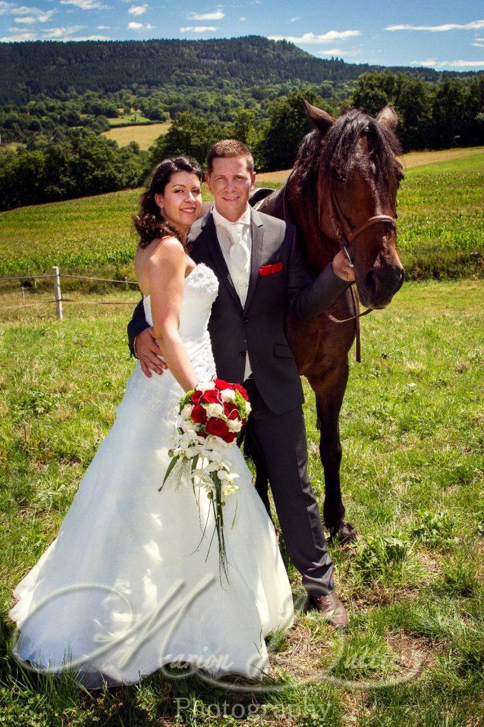 Mariage, cheval, mariés, séance couple, Rosières, Haute-Loire, France