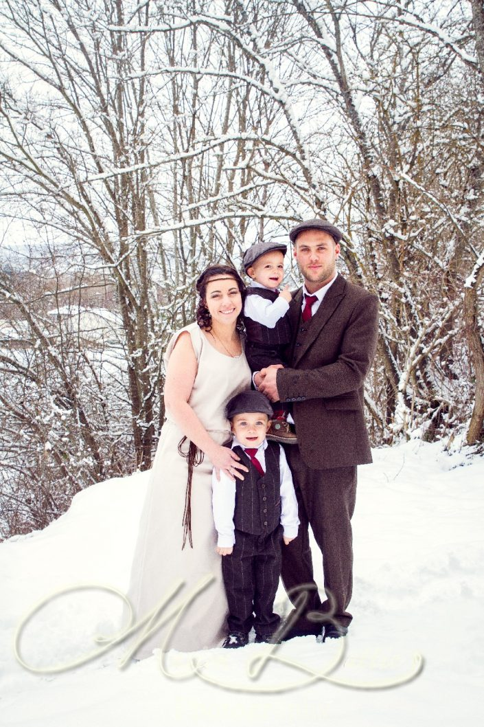 Mariage, séance couple et famille, hiver, Lantriac, Haute-Loire, Auvergne, France