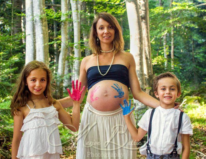 seance grossesse, ventre rond, famille, enfants, bébé, nature, Saint-Julien-Chapteuil, Haute-Loire, Auvergne