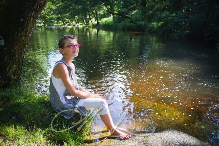 portraits, enfants, books enfants, nature, rivière Chalencon,Haute-Loire, Auvergne