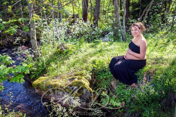 seance grossesse, ventre rond, bébé, nature, Saint-Julien-Chapteuil, Haute-Loire, Auvergne