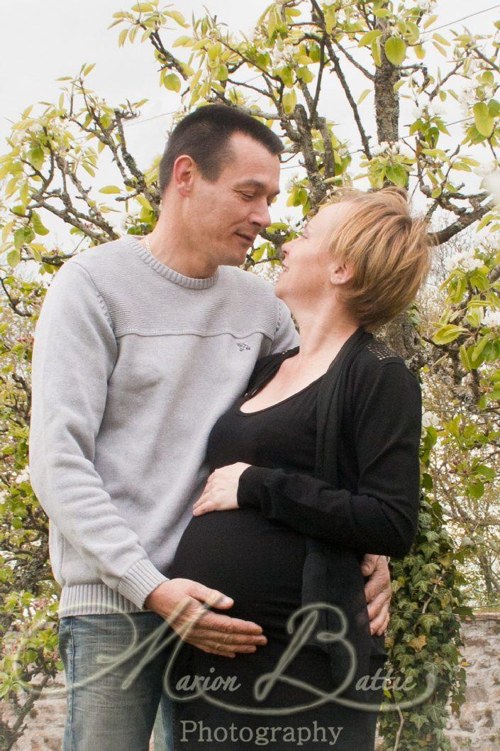 seance grossesse, ventre rond, famille, enfants, bébé, nature, Loire, Rhône-Alpes