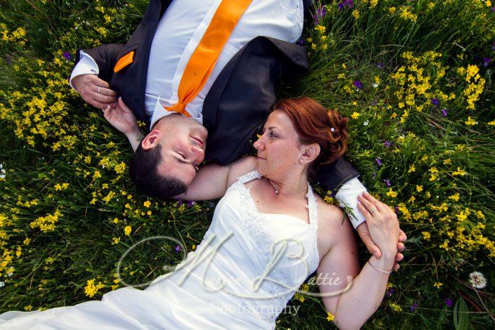 séance couple, mariage, nature, fleurs, portrait, costume, robe, Ardèche, Haute-Loire, Auvergne, Rhone-Alpes