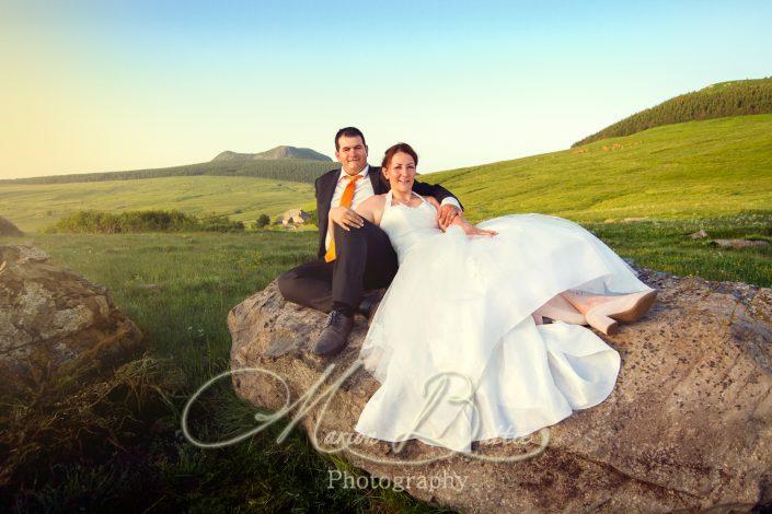 séance couple, mariage, nature, montagne, portrait, costume, robe, Haute-Loire, Auvergne,