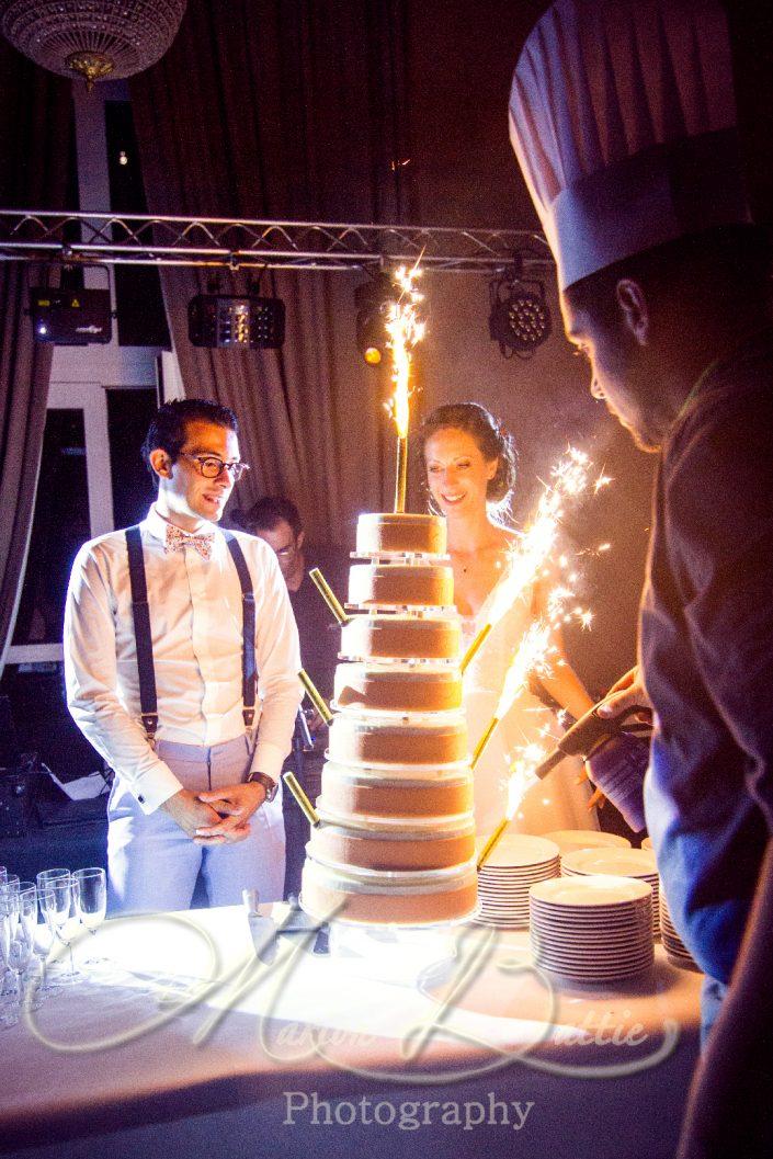 soirée, reportage de mariage, détails, décoration, animations, mariage, marié, mariée, première danse, danse, gâteau, feu d'artifice, Chateau, chateau de Chazelles, Saint-André-en-Chalencon, Haute-Loire